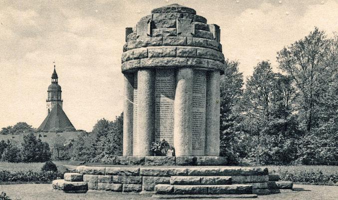 Gefallendenkmal für die Opfer des Ersten Weltkrieges im Stadtpark, errichtet 1926.