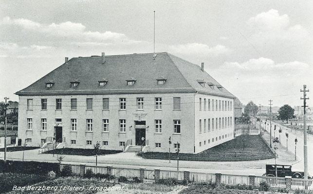 Das Finanzamt, heute Polizeigebäude in der Falkenberger Straße.