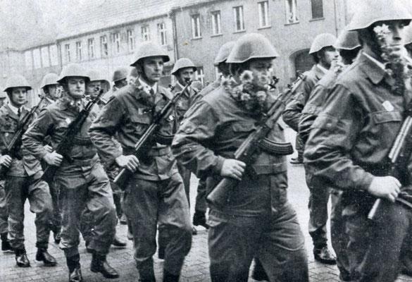 Aufmarsch von Kampfgruppen