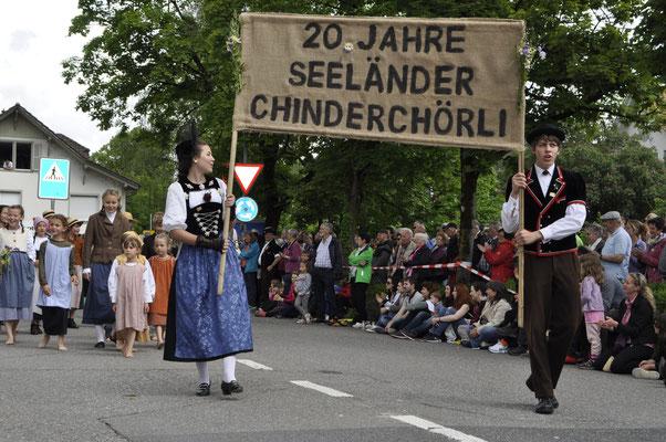 Umzug am Jodlerfest in Steffisburg zum 20- jährigen Chörlijahr