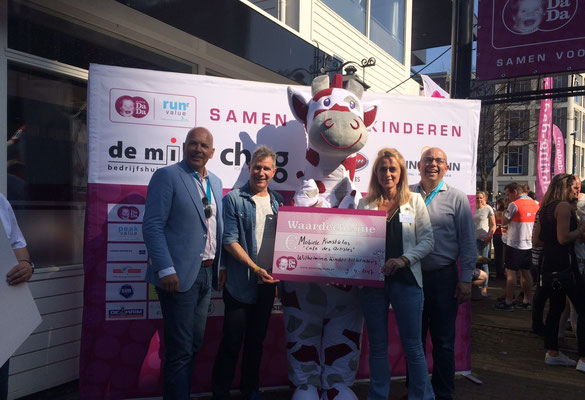 Uitreiking cheque Stichting Dada / Marathon van Rotterdam - 9 april 2017