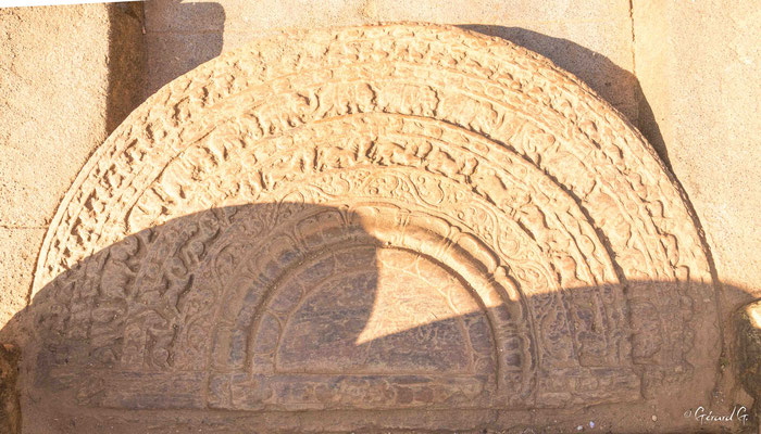 Polonnaruwa, Salle d'audience, Pierre de lune
