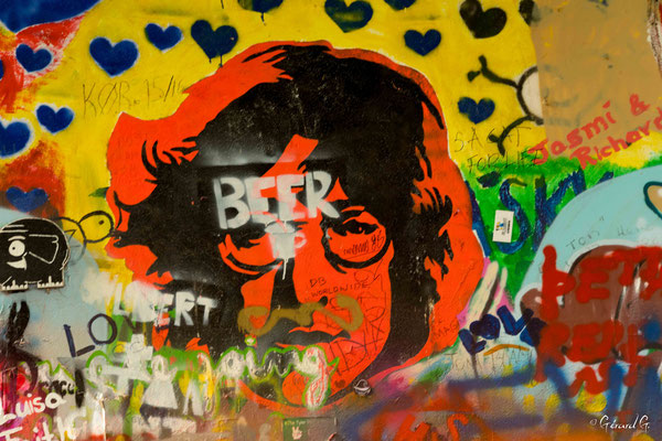 le mur John Lennon malheureusement recouvert de graffitis