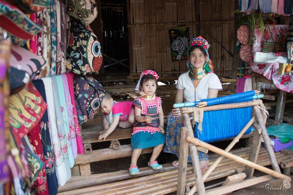 2019  02 - Chiang Rai , village Karen Padaung (femmes girafes)  -L10A6770