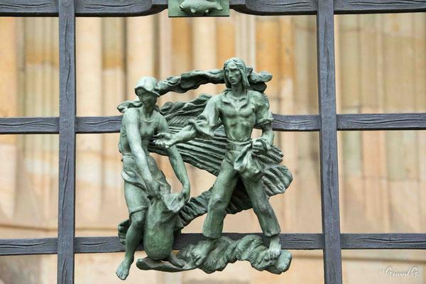 Cathédrale Saint Guy - La Porte Dorée -détail de la grille de J. HOREJC