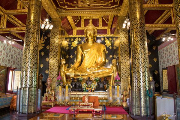 2019  02 - Phitsanulok , Wat Phra Si Ratana Mahathat  -L10A5864