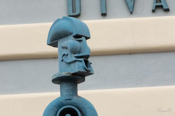 "les ""gardiens"" de la place Malostranké"