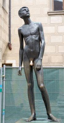 Jeune Homme, statue de Milos Zet