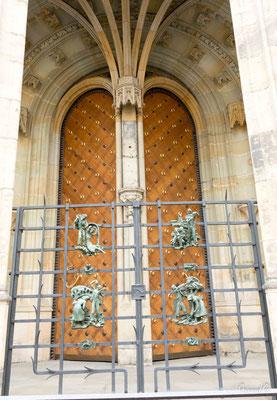 Cathédrale Saint Guy - La Porte Dorée - La grille de J. HOREJC