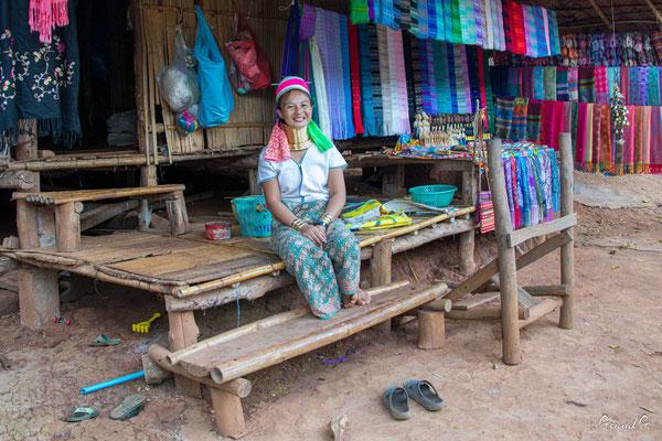 2019  02 - Chiang Rai , village Karen Padaung (femmes girafes)  -L10A6763