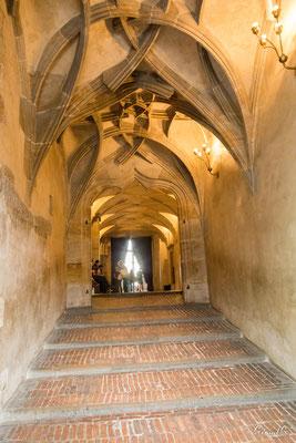 Le Palais Royal - l'escalie  des Cavaliers