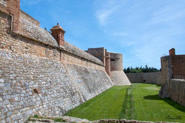 Forteresse de Salses : muraille extérieure