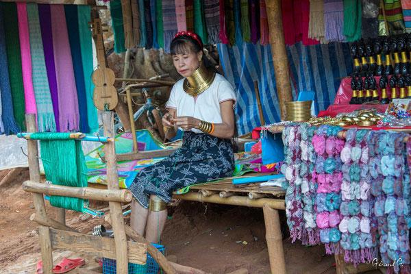 2019  02 - Chiang Rai , village Karen Padaung (femmes girafes)  -L10A6762