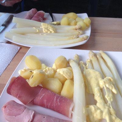 2015 - lecker Spargelessen am Skandinavienkai