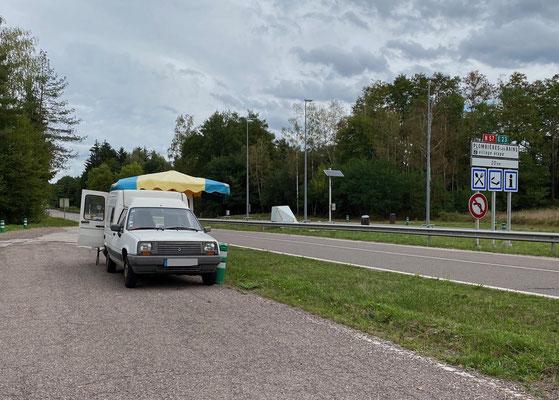 Mirabellen-Verkaufswagen auf dem Weg nach Dole