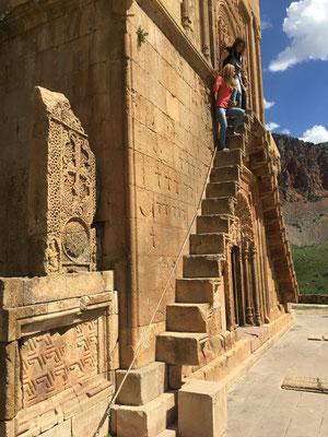 Kloster Norawank mit steilen Außentreppen