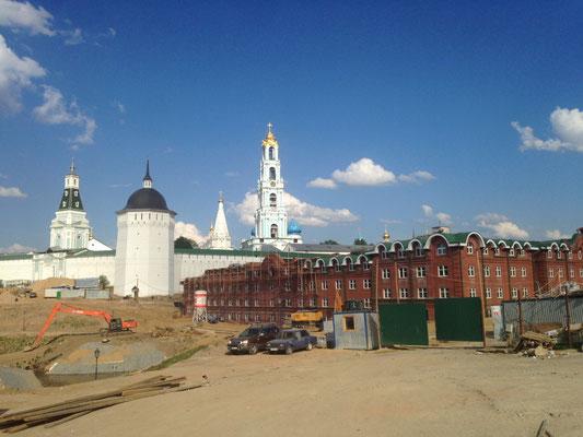 Blick von Süden auf die Klosteranlage - Baustellenblick inklusive