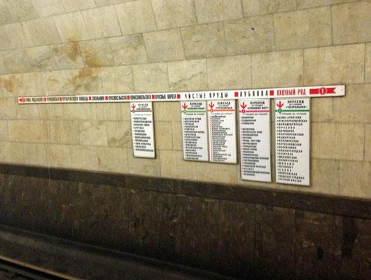 An jeder Station lädt sich direkt ablesen, an welcher anderen Station man wohin fahren kann.