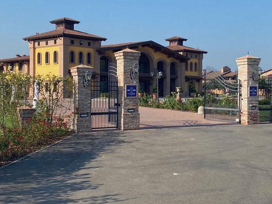 Einfahrt zur Acetaia Leonardi