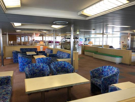 Tokyo Wan Ferry - Gemütliche Sessel