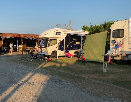 Kujukuri Auto Camping - zwei Wohnmobile ...