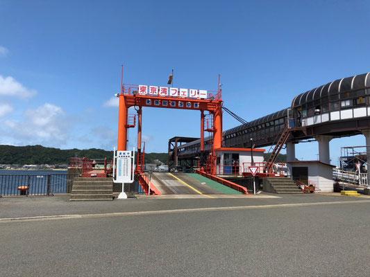 Tokyo Wan Ferry - Auffahrt in die Fähre