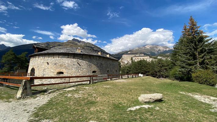 Blick auf das Fort Redoute Marie-Thérèse, im Hintergrund das Fort Victor-Emmanuel