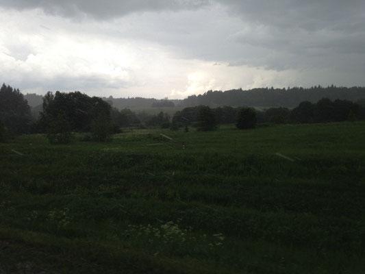 Der Regen kommt ziemlich schräg von vorne.