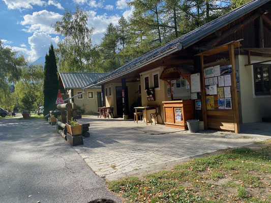 Rezeption und Sanitärhaus vom Camping Les Balmasses