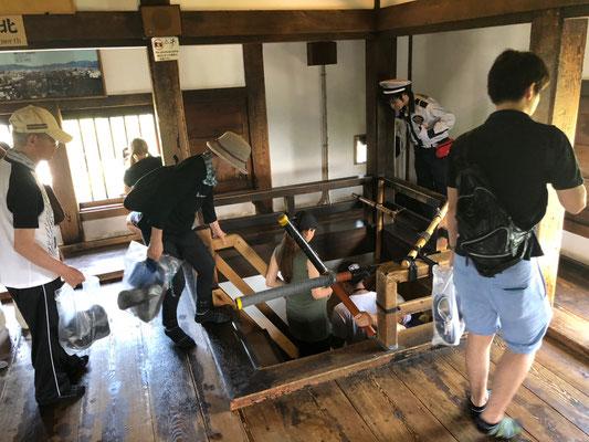 Burg Matsumoto - alle schön mit Plastiktüte ausgestattet