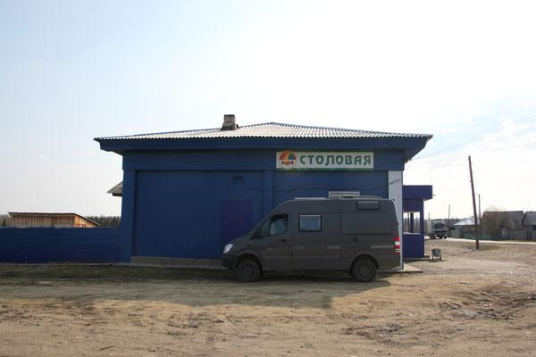 Restaurantparkplatz irgendwo rund 1000 km vor Irkutsk (2012)
