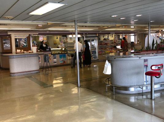 Tokyo Wan Ferry - Snacks und Shop