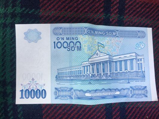 Uzbekischer Som Schein - der 10.000er  ist  erst seit kurzem auf dem Markt