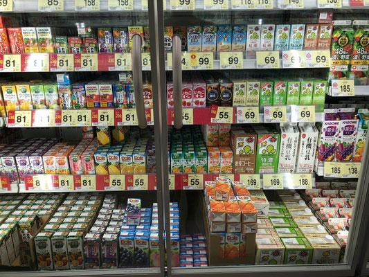 Trinkpäckchenparade im Supermarkt