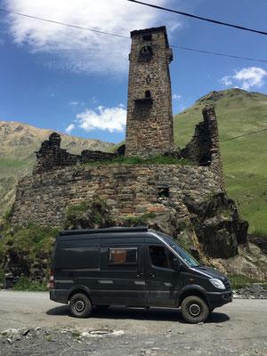 Kaukasischer Wachturm in Sno