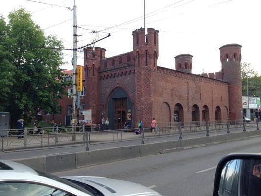 In Kaliningrad ist zwar nicht viel altes Gemäuer erhalten geblieben, aber die schönen Backstein-Stadttore schon.