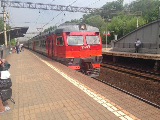 Bahn fahren in Moskau - Bahnhof Malenkovskaya