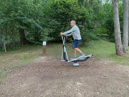 Und wem der Spaziergang um den See zu unsportlich ist, findet hier auch noch einige Fitnessgeräte im Park