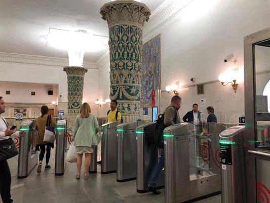 Metro fahren in Moskau - Eingangsbereich