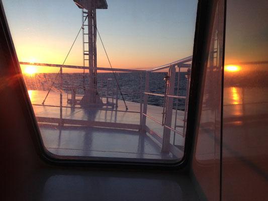 Sonnenaufgang auf der Fähre