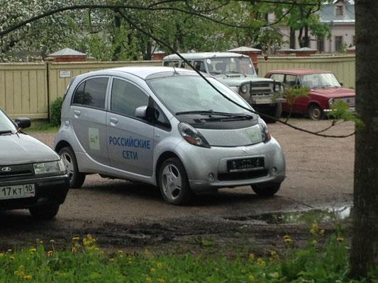 Wider Erwarten gibt es hier Autos unter Anderem eine Elektro-Miev