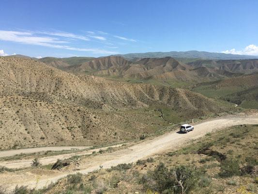 Etwas karge Hügelwelt Armeniens