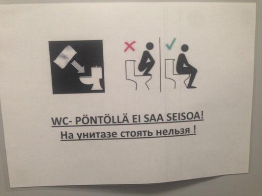 Hinweis im Toilettenhäuschen der Finnen an der Grenze
