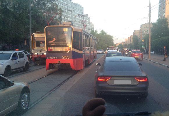 Straßenbahn fahren in Moskau - auch hier staut es sich manchmal