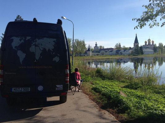 Parkplatz in Walday mit Blick auf Kloster(2015)