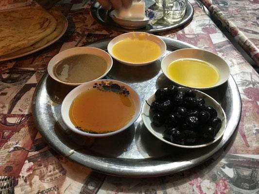 Abendsnack - leckere Öle und Oliven
