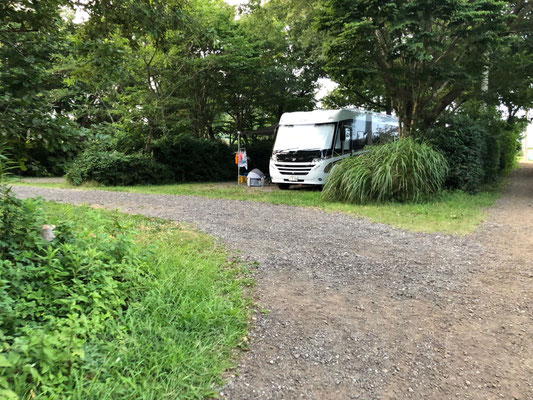 Campingplatz Arinomi En - hier  passen auch große Wohnmobile auf den Platz
