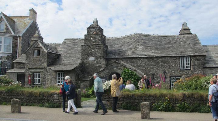 Dienstag: Das alte Post Office von Tintagel.