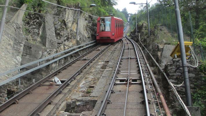 Freitag: Zahnradbahn von Como nach Brunate