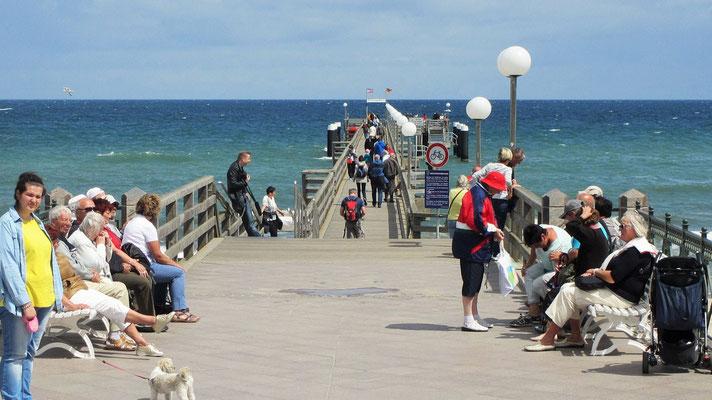 Freitag: Blick auf die Ostsee von diesem Steg in Kühlungsborn.